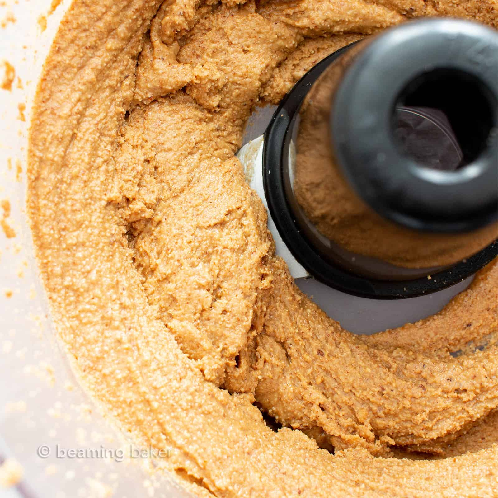 How to Make Almond Butter: learn how to make almond butter with just 1 ingredient and a few minutes! The best homemade almond butter—creamy, simple and delicious. #AlmondButter #Homemade #Recipe | Recipe at BeamingBaker.com