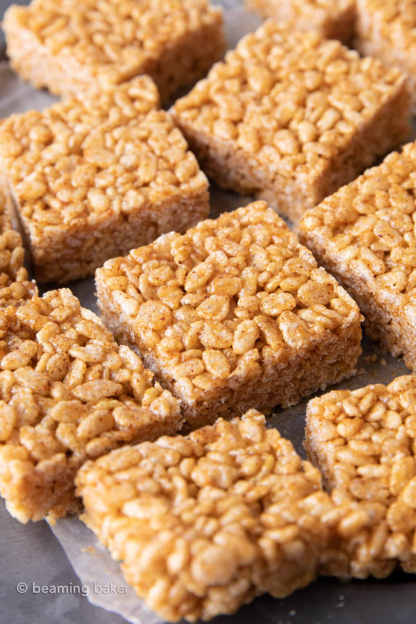 Healthy Vegan Rice Crispy Treats: this 3 ingredient healthy rice krispie treats recipe is prepped in minutes! Learn how to make rice krispie treats without marshmallows. #RiceKrispieTreats #RiceCrispy #Vegan #Healthy | Recipe at BeamingBaker.com
