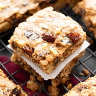 The BEST Vegan Oatmeal Raisin Bars Recipe: chewy centers, crispy edges, packed with raisins & oats! The ultimate gluten free oatmeal cookie bars—healthy, homemade & easy! #Oatmeal #Vegan #GlutenFree #Cookies   Recipe at BeamingBaker.com