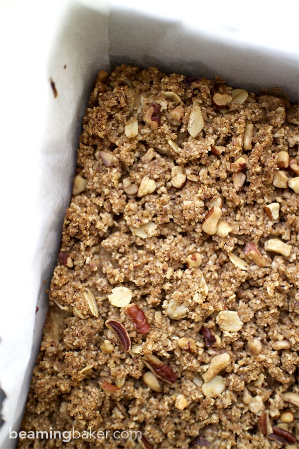 Banana Bread Bars with Streusel: Cozy, moist and comforting banana bars topped with a sweet, crunchy oat streusel. Made with oat flour, almond meal and maple syrup, these bars are the perfect start to your morning.