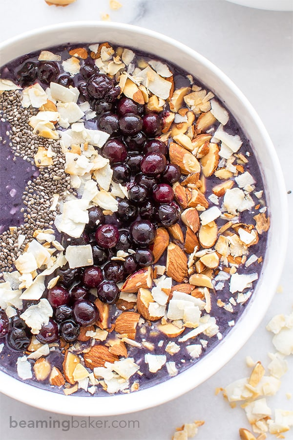 Blueberry Coconut Smoothie Bowl (V+GF): An easy recipe for a refreshing smoothie bowl packed with antioxidants, blueberries and coconut. BEAMINGBAKER.COM #Vegan #GlutenFree