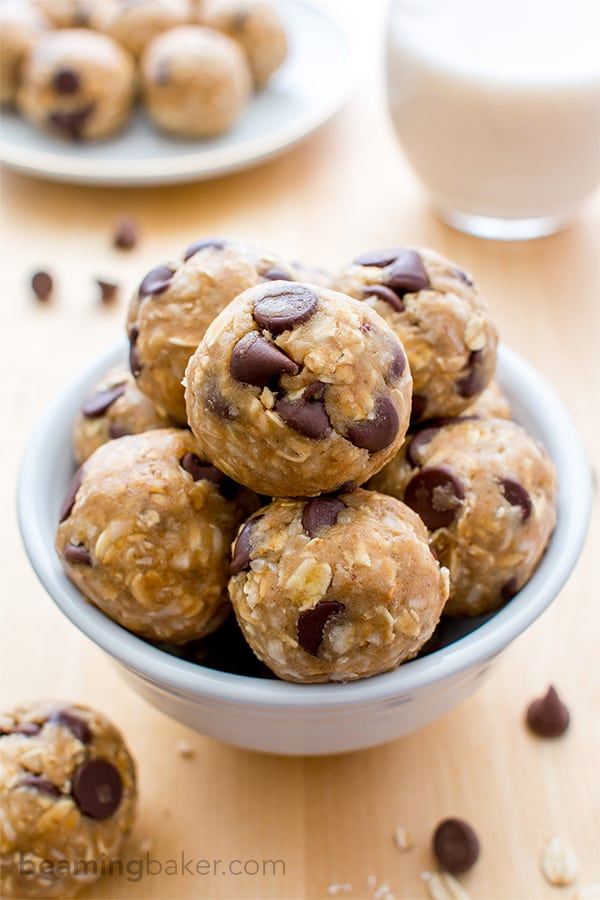 Chocolate Chip Cookie Dough Bites (V+GF): An easy, guilt-free recipe for seriously delicious chocolate chip cookie dough bites. BEAMINGBAKER.COM #Vegan #GlutenFree