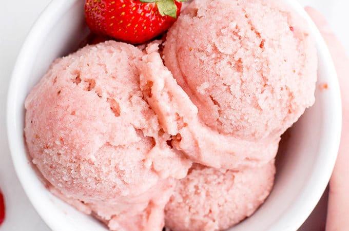 4 Ingredient Homemade Strawberry Sorbet (V+GF): an easy recipe for deliciously creamy and refreshing strawberry sorbet. #Vegan #DairyFree #Paleo #GlutenFree | BeamingBaker.com