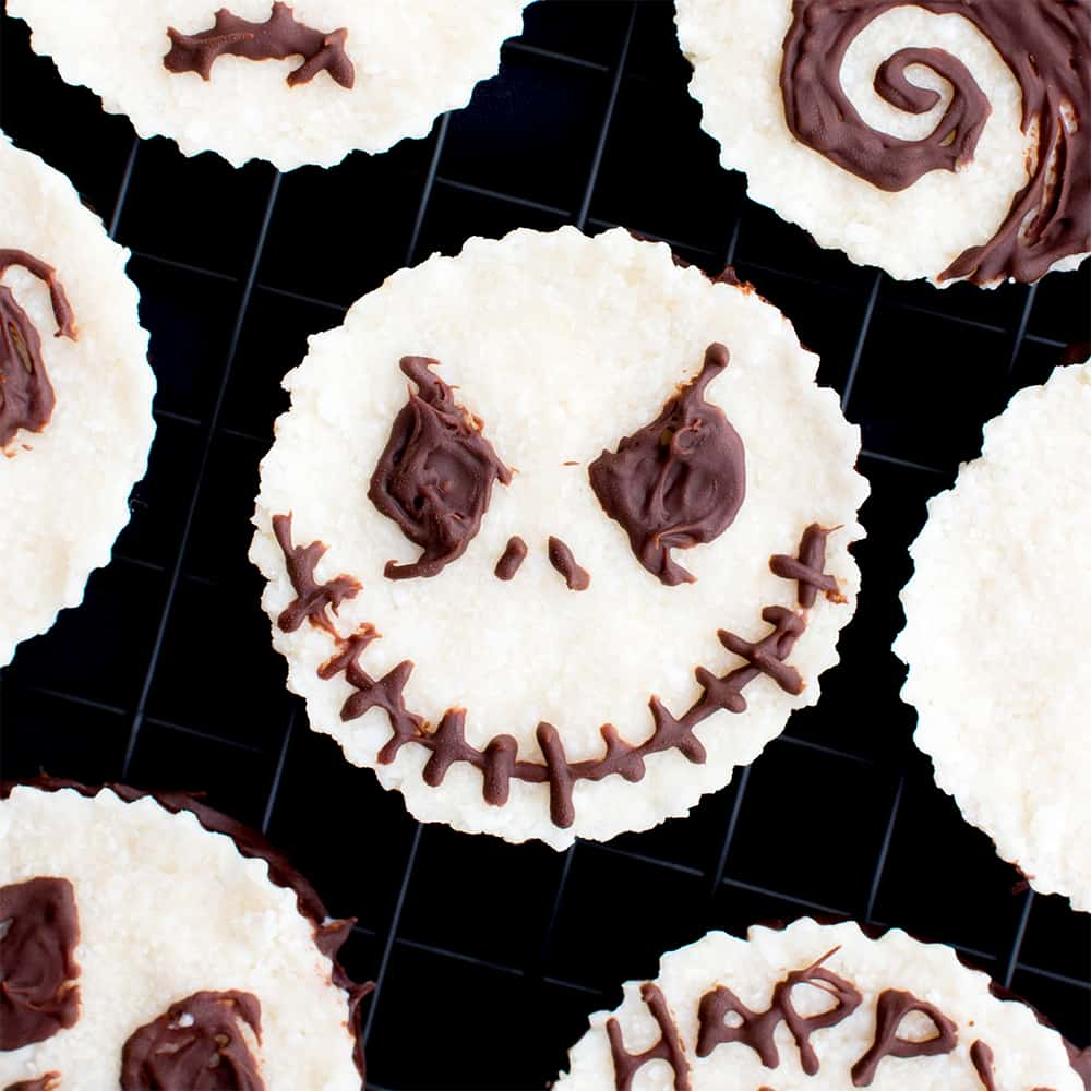 Jack Skellington Mounds Cups (V, GF): a spooktacular 4-ingredient recipe for paleo mounds cups inspired by The Nightmare Before Christmas. #Paleo #Vegan #GlutenFree #DairyFree | BeamingBaker.com
