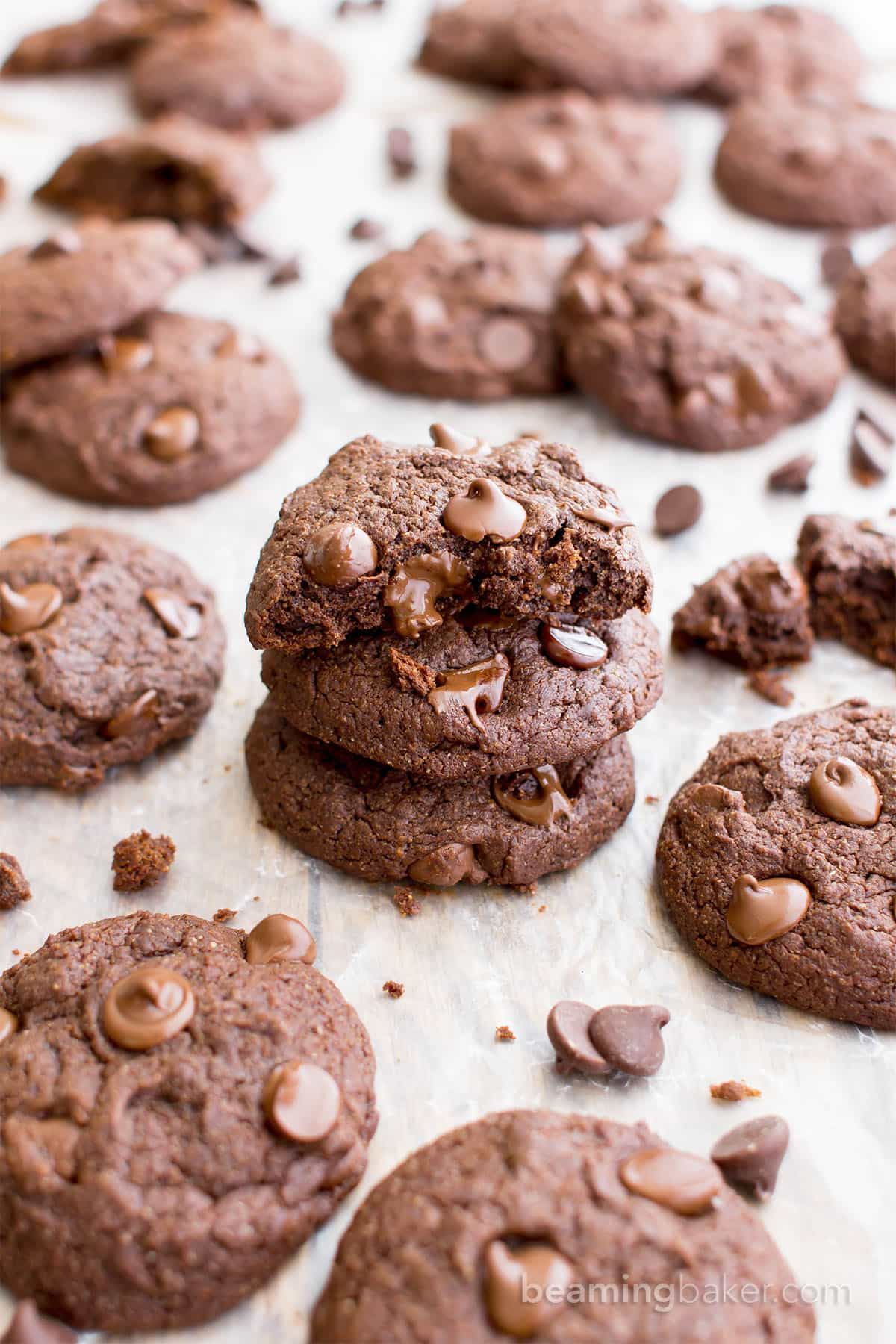 Vegan Chocolate Brownie Cookies (GF, V, DF): a one bowl recipe for soft, thick, chewy cookies that taste just like a rich, chocolate brownie! #Vegan #GlutenFree #OatFlour #DairyFree | BeamingBaker.com