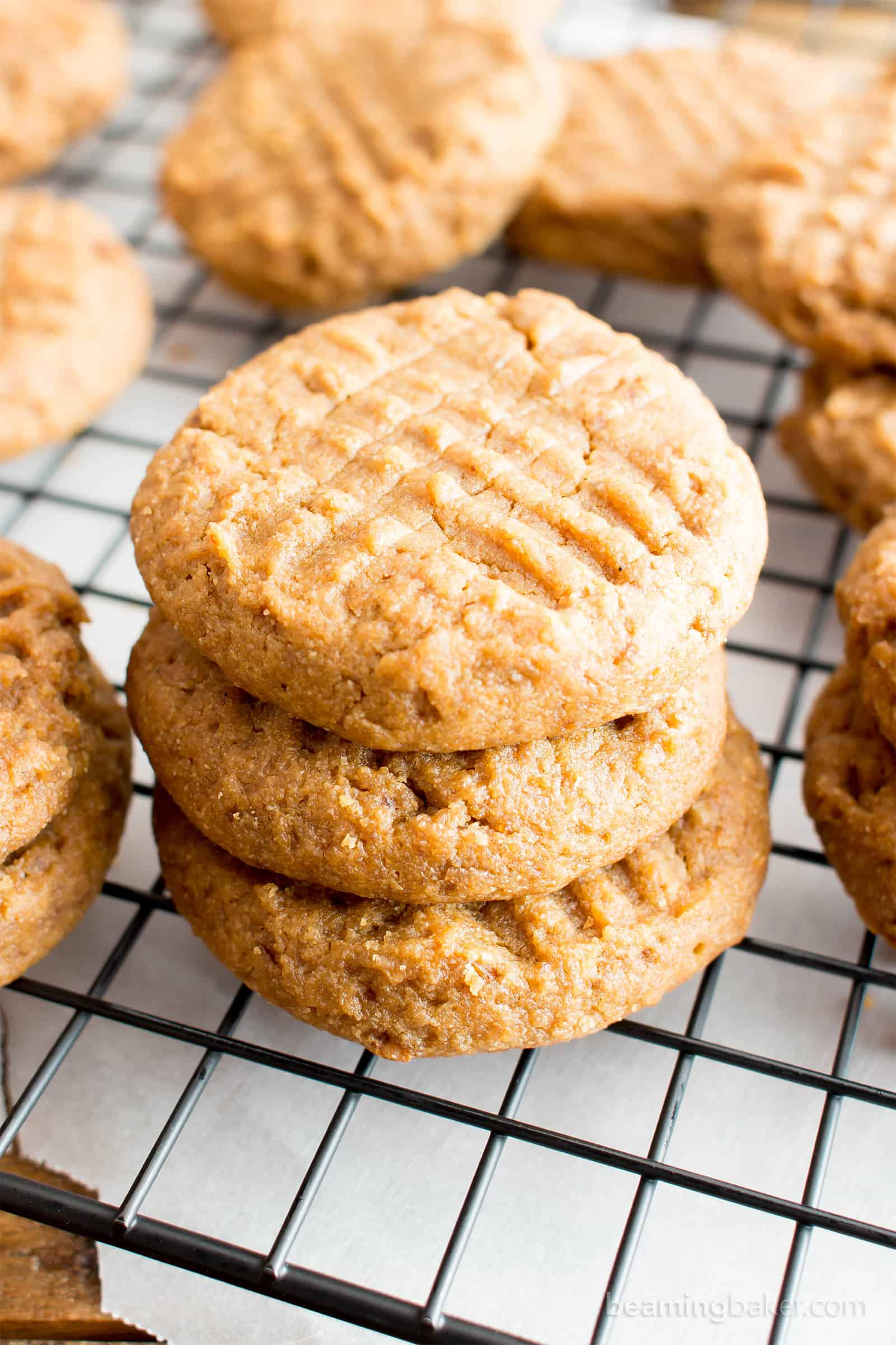 Easy Gluten Free Peanut Butter Cookies (V, GF): an easy recipe for soft and chewy gluten-free peanut butter cookies that taste just like the classics! #Vegan #GlutenFree #DairyFree #Dessert #Cookies | Recipe on BeamingBaker.com