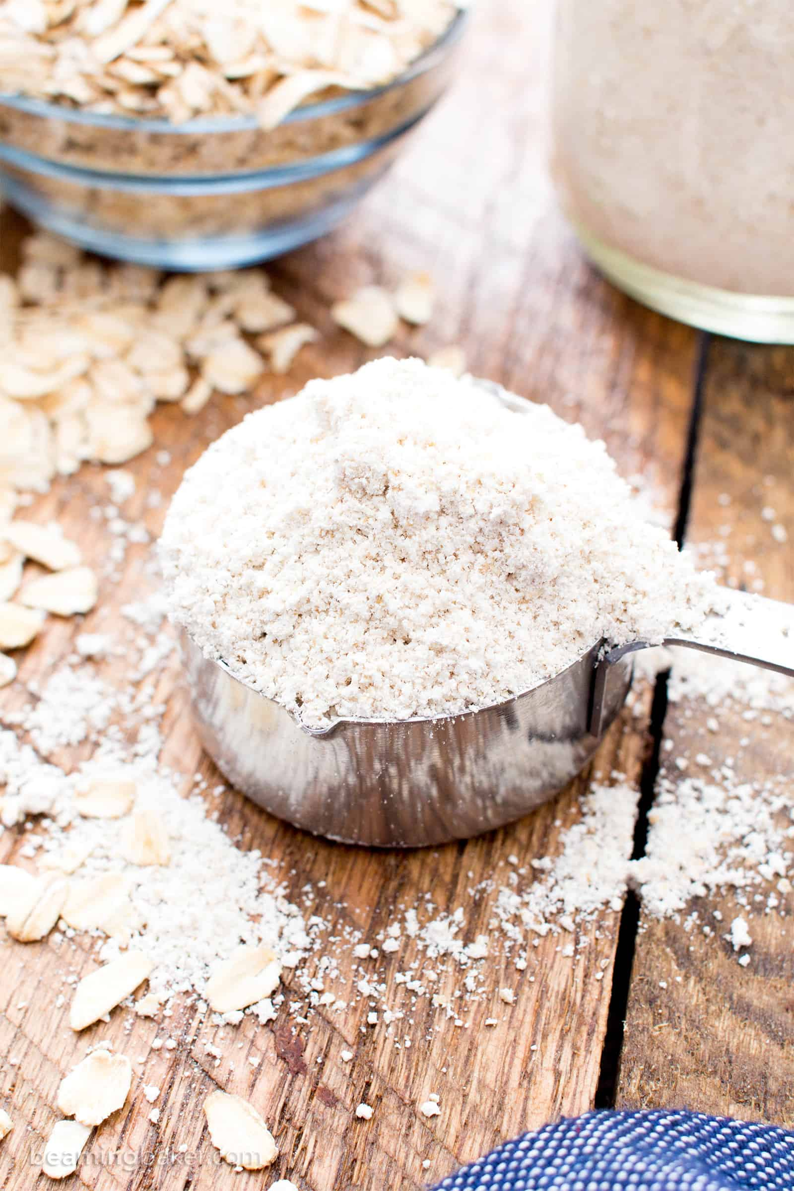 How to Make Homemade Oat Flour (V, GF): a step-by-step tutorial and guide on how to your own gluten-free oat flour at home. #Vegan #GlutenFree #DairyFree #Healthy #HealthyBaking #WholeGrain | Recipe on BeamingBaker.com