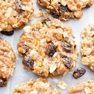 4 Ingredient No Bake Chewy Oatmeal Raisin Cookies (V, GF): an easy recipe for delightfully chewy no bake cookies bursting with raisins and cinnamon flavor! #Vegan #GlutenFree #DairyFree #Cookies #NoBake #Dessert | Recipe on BeamingBaker.com
