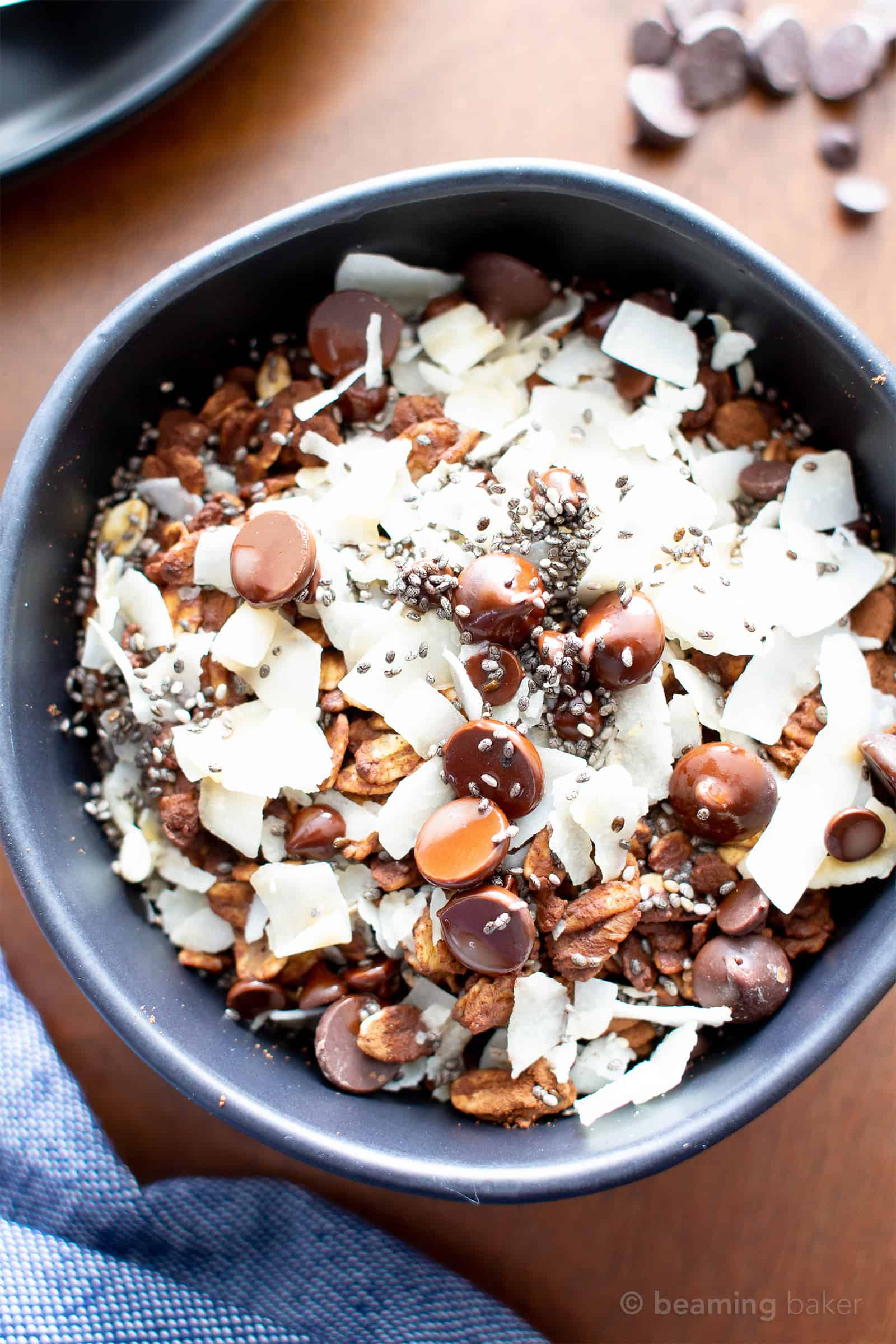 Midnight Mocha Bowls (V, GF): the perfect morning treat—a nourishing bowl of dark chocolate, coffee and superfood infused oatmeal to kick off a fantastic morning! #Vegan #GlutenFree #DairyFree #Breakfast | Recipe at BeamingBaker.com