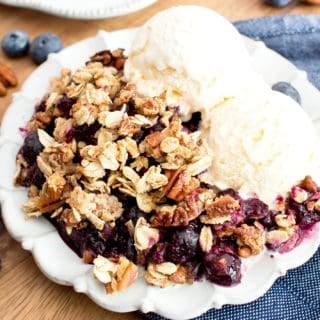 Vegan Gluten Free Blueberry Crisp (V+GF): an easy recipe for delightfully sweet 'n crisp topping & warm, gooey blueberry filling to make for the perfect healthy summer dessert! #Vegan #GlutenFree #Paleo option #DairyFree #RefinedSugarFree #SummerDesserts #HealthyDesserts | Recipe at BeamingBaker.com