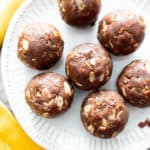 4 Ingredient No Bake Chocolate Peanut Butter Oatmeal Energy Balls (V, GF, DF): a super easy 'n healthy recipe for soft, chewy chocolate protein bites that taste like rich chocolate peanut butter cookies! #Vegan #GlutenFree #DairyFree #Chocolate #PeanutButter #HealthySnacks | Recipe on BeamingBaker.com