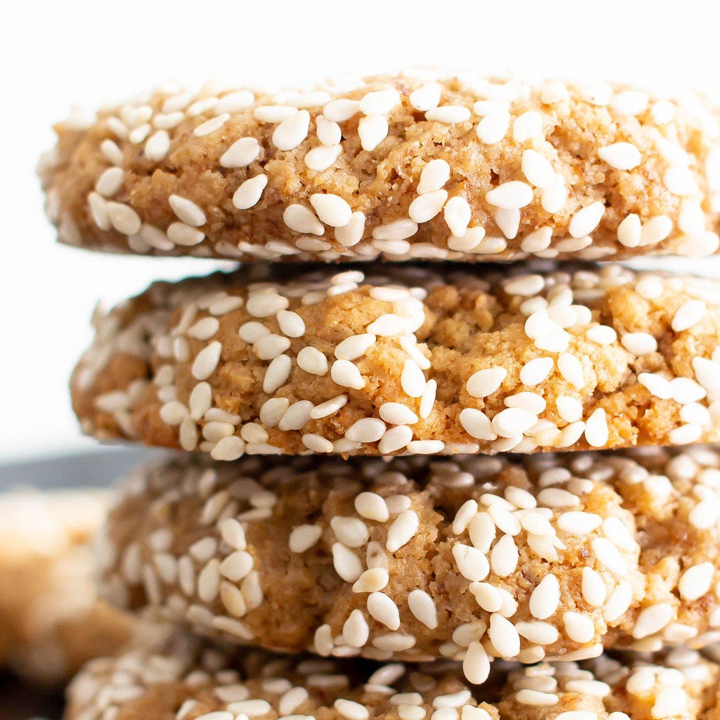 35+ Best Vegan Cookie Recipes: amazingly tasty vegan cookies everyone will love! Including vegan chocolate chip cookies, vegan peanut butter cookies, vegan oatmeal cookies and more! #Vegan #VeganCookie #VeganChocolateChipCookies #VeganDesserts | Recipes at BeamingBaker.com