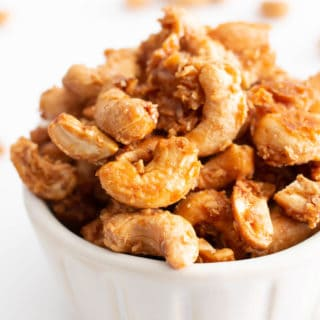 4 Ingredient Toasted Coconut Cashews Recipe (Paleo, GF): this vegan toasted coconut cashews recipe is gluten free & paleo! The crunchiest coconut coated roasted cashews, made with 4 ingredients. Dairy-Free. #Paleo #Cashews #Coconut #Vegan #GlutenFree | Recipe at BeamingBaker.com