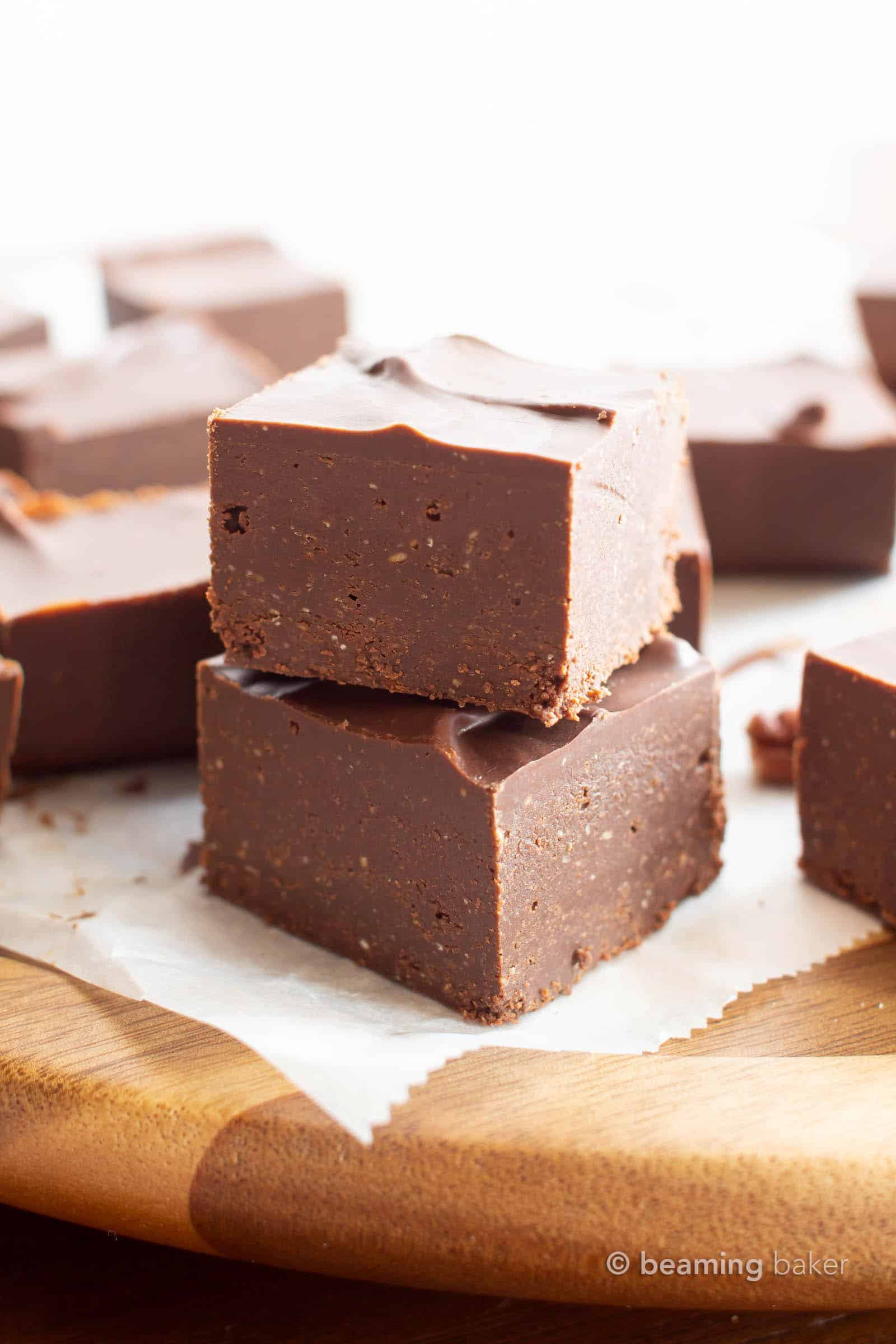Keto Fudge: this easy keto fudge recipe calls for just 2 simple ingredients and only 5 mins of prep. Creamy, chocolate-y fudge that's low carb! #Keto #Fudge #LowCarb #Ketogenic | Recipe at BeamingBaker.com