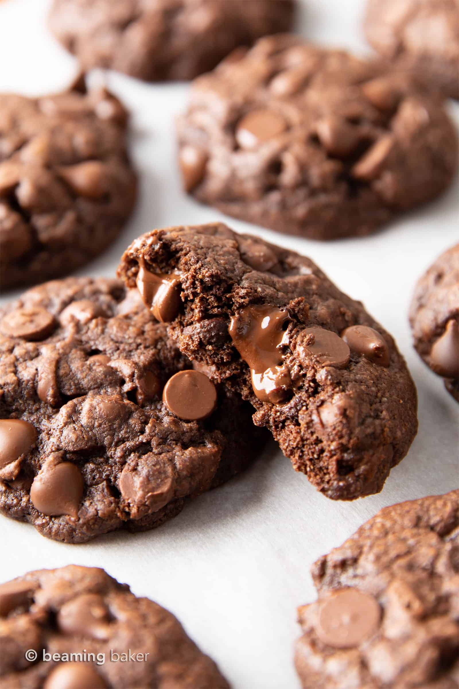 Gluten Free Chocolate Cookies: chewy & moist gluten free brownie cookies with a crispy exterior and LOTS of chocolate packed in! The BEST gluten free chocolate brownie cookie recipe EVER. #Brownies #GlutenFree #Cookies #Vegan | Recipe at BeamingBaker.com