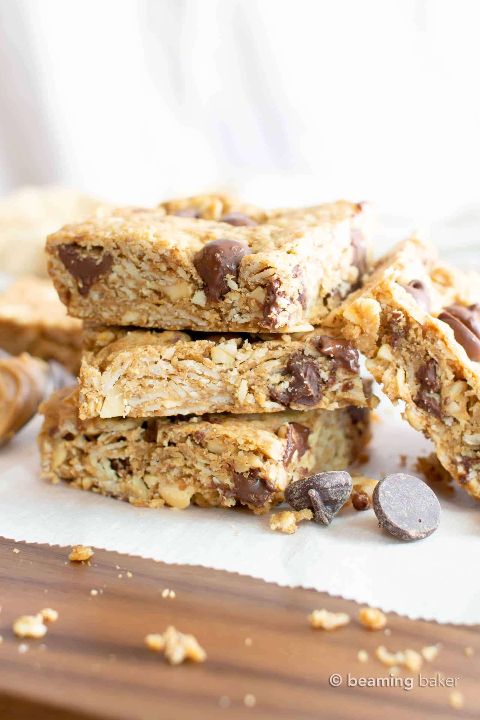 Peanut Butter Chocolate Chip Oatmeal Cookie Bars: this healthy oatmeal cookie bars recipe is packed with creamy peanut butter, fiber-rich oats and plant-based ingredients. Chewy & delicious cookies bars! Vegan, Gluten Free, Dairy-Free. #CookieBars #PeanutButter #Oatmeal #GlutenFree #Vegan | Recipe at BeamingBaker.com