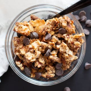 Homemade Granola Recipe: make your own granola, homemade & healthy! Crunchy clusters with chocolate chips. Best homemade granola recipe! Grain-Free, Vegan, Dairy-Free. #Granola #Homemade #GrainFree #Breakfast #Healthy | Recipe at BeamingBaker.com