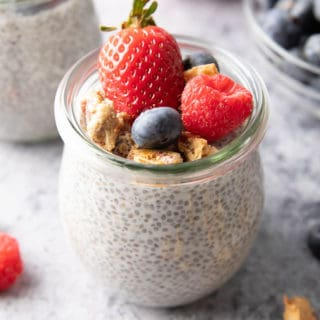 Keto Chia Pudding Recipe (Low Carb): learn how to make chia pudding keto with just 4 ingredients & 5 minutes! This creamy, delicious low carb chia pudding is keto & vegan. #Keto #ChiaPudding #LowCarb #KetoFriendly | Recipe at BeamingBaker.com