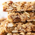 Pumpkin Spice Granola Bars: learn how to make healthy granola bars with a fall-inspired twist! Pumpkin seeds, pumpkin spice and everything nice & healthy in these homemade granola bars. #Pumpkin #Healthy #GranolaBars #PumpkinSpice | Recipe at BeamingBaker.com