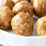 3 Ingredient Peanut Butter Oatmeal Balls: this easy recipe for no bake peanut butter oatmeal balls yields soft & satisfying oatmeal balls bursting with peanut butter flavor! #NoBake #3Ingredient #PeanutButter #Oatmeal | Recipe at BeamingBaker.com