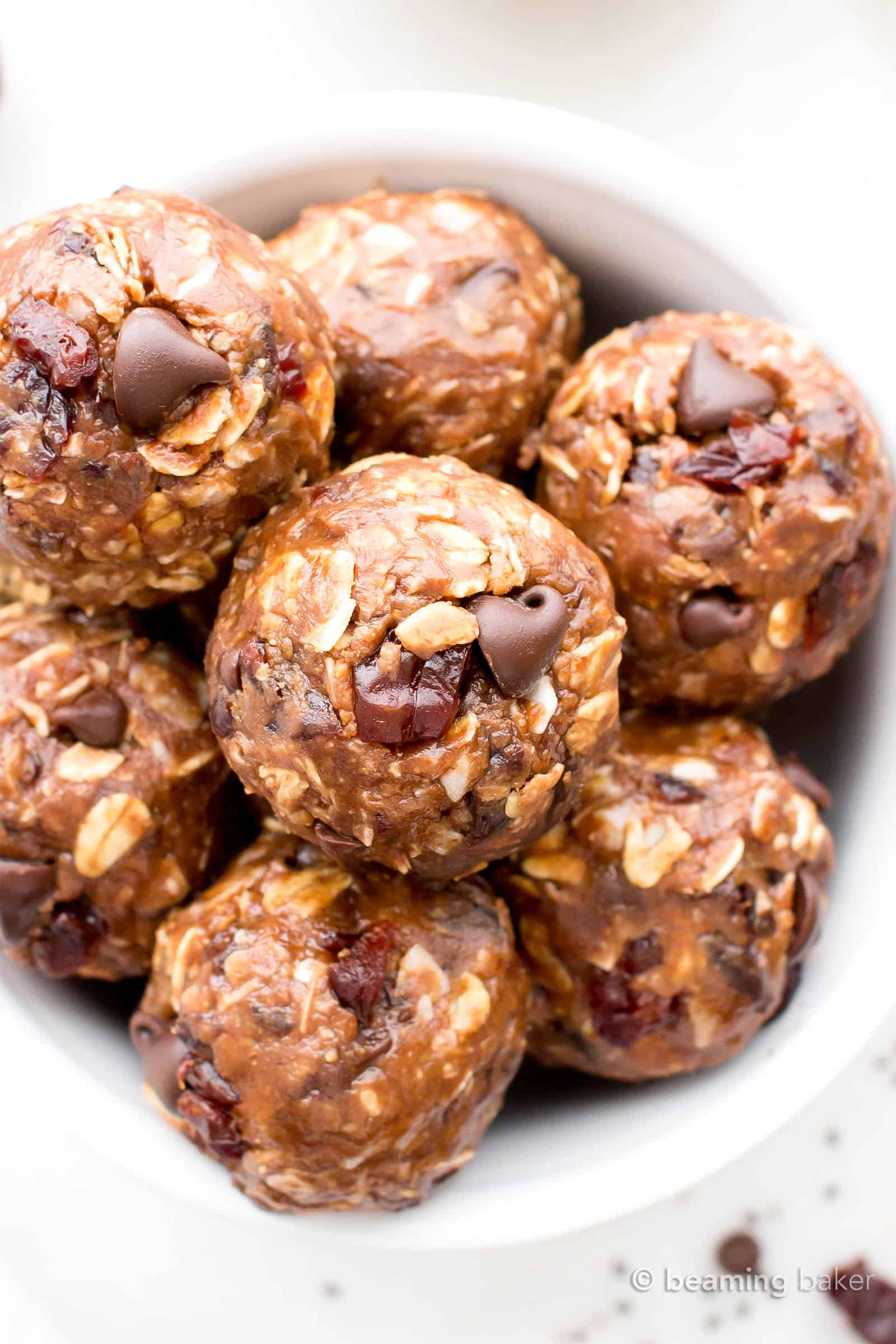 No Bake Energy Bites: a super easy no bake energy bites recipe made with simple, healthy ingredients and bursting with chocolate flavor! #NoBake #EnergyBites #Healthy #EnergyBalls | Recipe at BeamingBaker.com