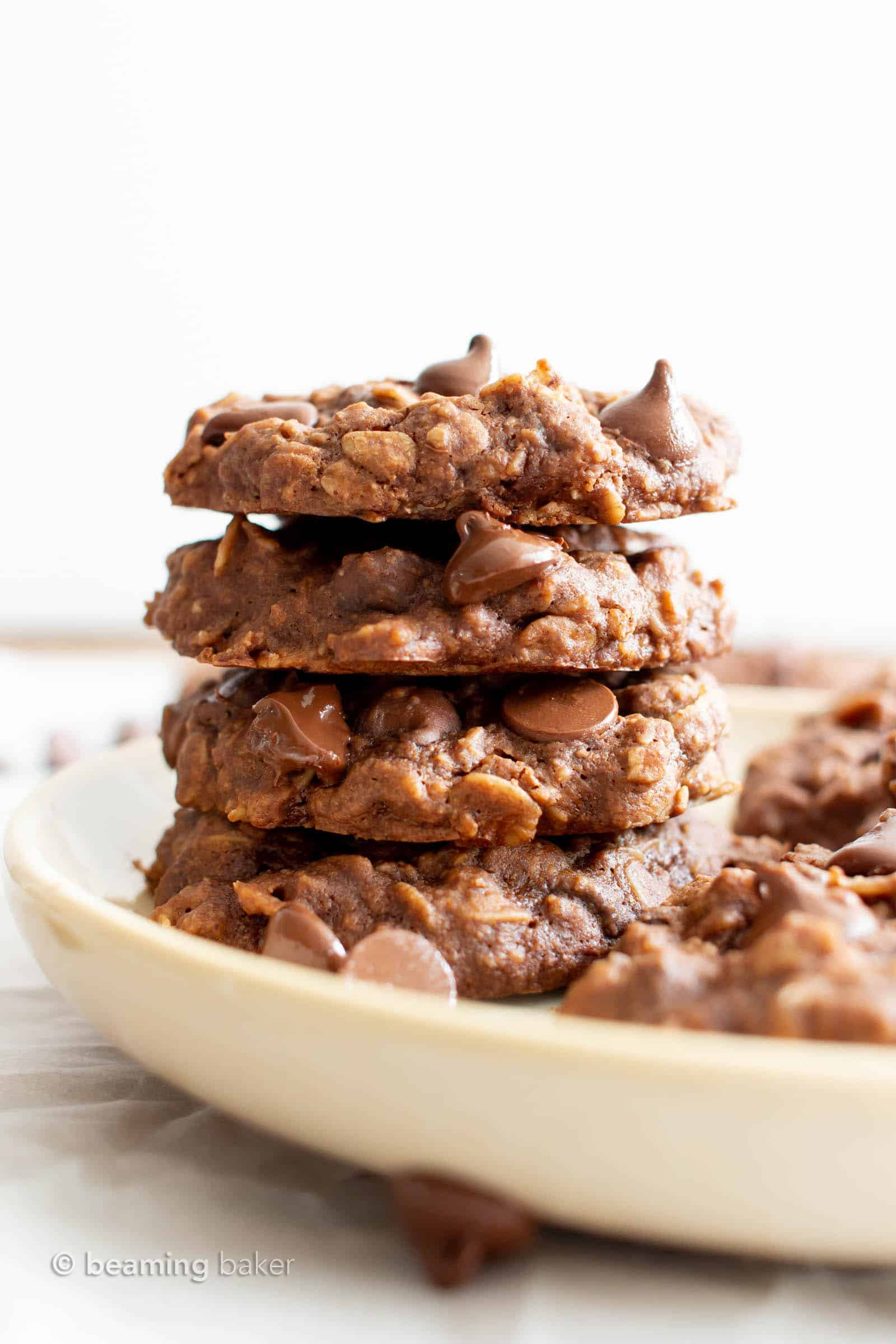 Healthy Chocolate Oatmeal Cookies: the best healthy chocolate oatmeal cookies—chewy & delicious, packed with chocolate chips & made with healthy ingredients. #Healthy #Oatmeal #Cookies #Chocolate   Recipe at BeamingBaker.com