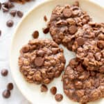 Healthy Chocolate Oatmeal Cookies: the best healthy chocolate oatmeal cookies—chewy & delicious, packed with chocolate chips & made with healthy ingredients. #Healthy #Oatmeal #Cookies #Chocolate | Recipe at BeamingBaker.com