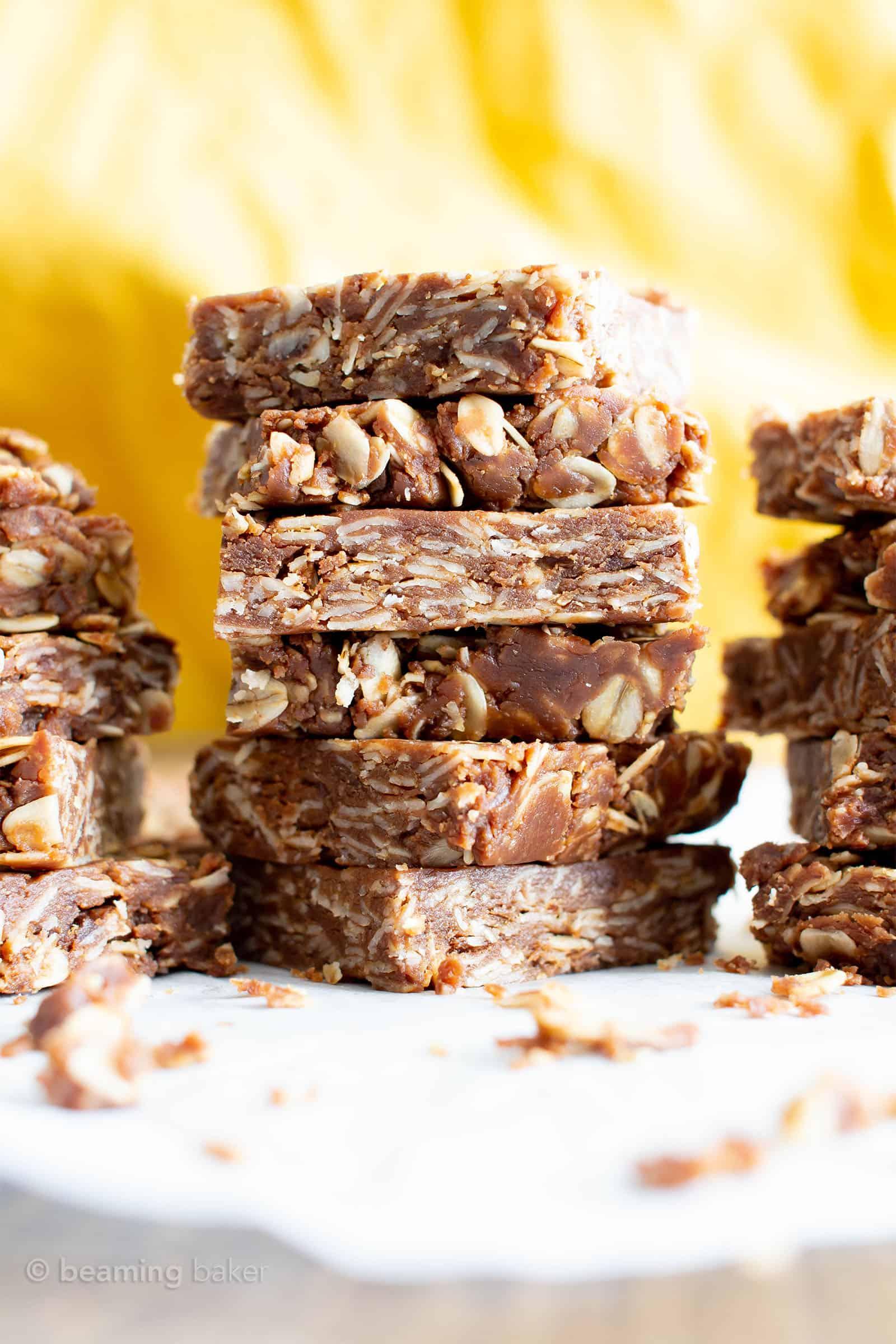 4 Ingredient Chocolate Peanut Butter No Bake Granola Bars: an easy recipe for no bake granola bars bursting with chocolate & peanut butter! Only 4 ingredients for healthy granola bar goodness. #NoBake #GranolaBar #Chocolate #PeanutButter | Recipe at BeamingBaker.com