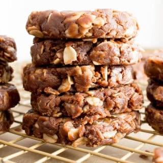 Healthy No Bake Oatmeal Cookies: super easy healthy no bake oatmeal cookies made with just 4 ingredients! The best healthy no bake cookies—chewy 'n satisfying, delicious! #Healthy #NoBake #Oatmeal #Cookies | Recipe at BeamingBaker.com