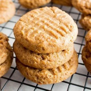 Gluten Free Peanut Butter Cookies: the best delicious and easy gluten free peanut butter cookies—bursting with sweet 'n rich peanut butter flavor! #GlutenFree #PeanutButter #Cookies | Recipe at BeamingBaker.com