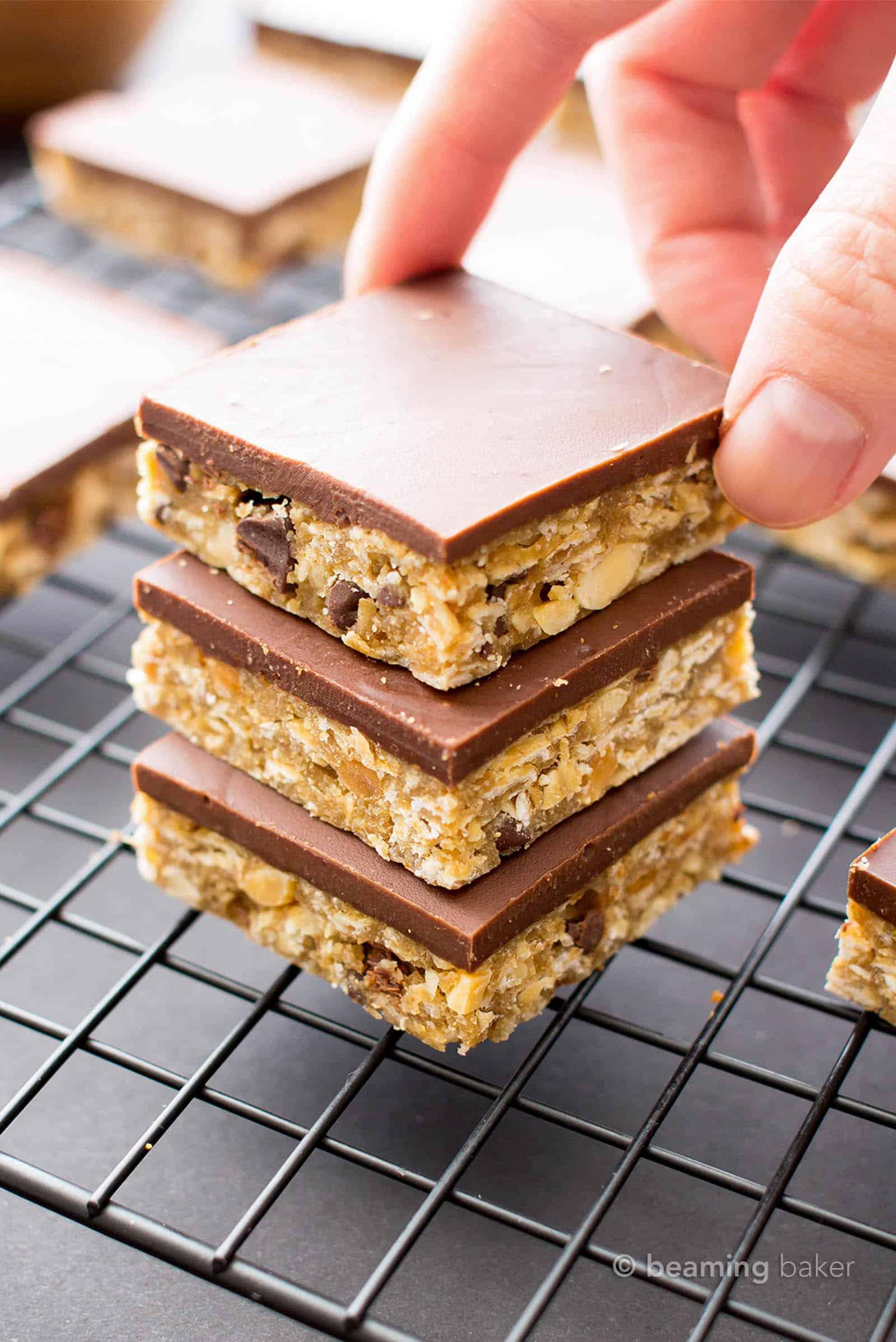 Chocolate Peanut Butter Oat Bars: the perfect mix of oatmeal cookie dough + chocolate peanut butter cups in 1 easy to make chocolate peanut butter oat bars recipe! #Chocolate #NoBake #PeanutButter #Oatmeal | Recipe at BeamingBaker.com