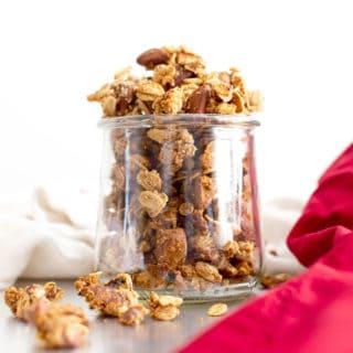 Chai Spiced Healthy Granola: healthy homemade granola chai spiced to perfection! The best healthy granola: crunchy granola clusters made with healthy ingredients. #Healthy #Granola #Chai | Recipe at BeamingBaker.com